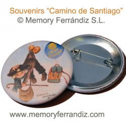 Chapa Camino de Santiago con aguja GLOBOS ETAPAS, 56 mm. Acabado mate. Para mochilas o gorras.