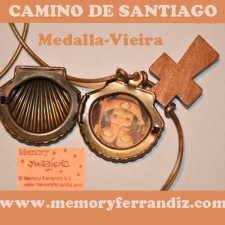 Medalla VIEIRA de bronce con cruz de madera APÓSTOL SANTIAGO,  Ferrándiz, 2 cm