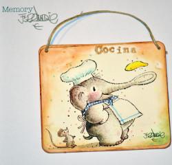 """Placa puerta vintage cartón maché. 12,4 X 11 cm, con cordel. Elefante """"COCINA"""""""