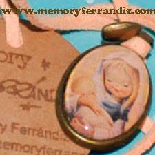 "Medalla bronce ovalada con cristal lupa de 2x3 cm . Imagen ""Virgen pastel naranja"""