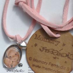 Medalla mini de PLATA DE LEY -Memory Ferrándiz- VIRGEN GÓTICA- cristal lupa 13x18 mm