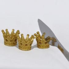Mini coronas resina doradas reposa cubiertos para mesa navidad